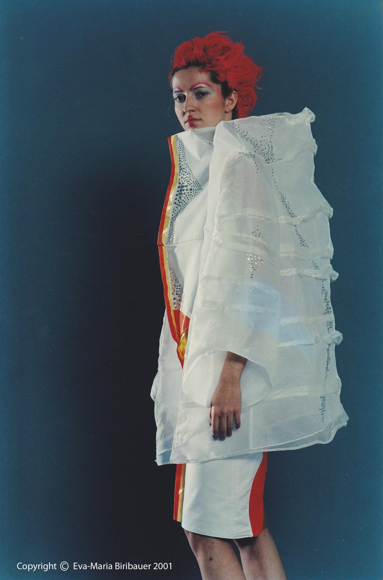 Vorderkanten des Kleids sind Teil der geometrischen Form